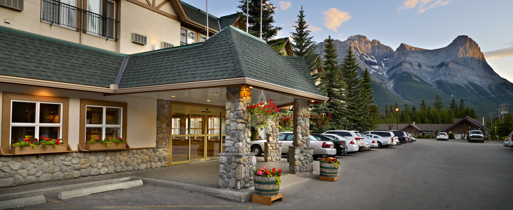 Coast-Canmore-Hotel-and-Conference-Centre-Image-Slider_Exterior